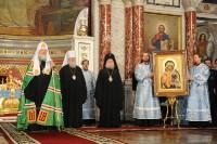 Патриарх Кирилл вручает икону Божией Матери Донская Свято-Вознесенскому собору г. Новочеркасска